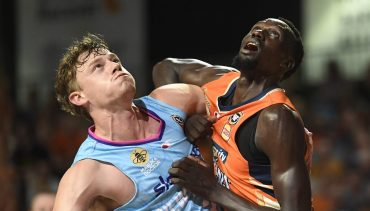 Sky Sport Breakers vs Cairns Taipans