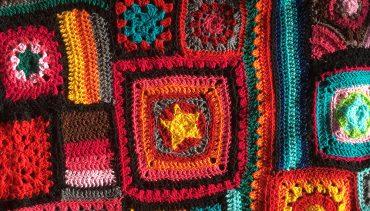 Rotorua Yarnbombers – A Trail of Blooming Yarn